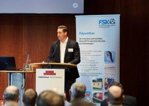 Matthias Rampf, Geschäftsführer der Rampf Holding GmbH & Co. KG, stellte auf der Internationale FSK-Fachtagung Polyurethane 2019 die Rampf-Gruppe vor. (Bildquelle: FSK)