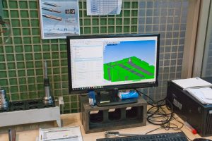 CAM-Arbeitsplatz an der Mecof: Bei Zimmermann werden die meisten NC-Programme von den Mitarbeitern an den Maschinen mit WorkNC generiert.