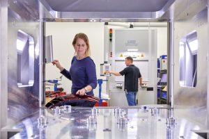 Lasersystem für das Fügen von Automotive-Rückleuchten . Bildquelle: LPKF