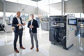 Jens Harmeling (links) und Dr. Axel Höfter, führen das neue Röchling Direct Manufacturing Center, das im Frühjahr 2020 eröffnet wird. (Bildquelle: Röchling)