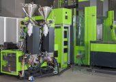 Die Lösung für die In-situ-Polymerisation zur Produktion von faserverstärkten thermoplastischen Kunststoffbauteilen sorgt für eine kompakte Anlagentechnik. (Bildquelle: Engel)