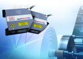 Ebenfalls nur mit der Blue-Laser-Technologie lösbar ist die diffuse Messung von durchsichtigen Messobjekten aus Kunststoff. (Bildquelle: Micro-Epsilon)