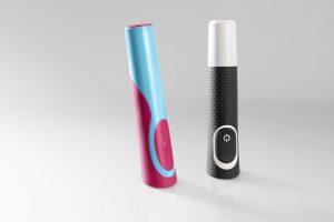 Nur mit der Holmlostechnik lassen sich die Handstücke der jüngsten Generation der elektrischen Zahnbürsten Vitality (rechts) mit der erforderlichen Effizienz produzieren. Bereits für das Vorgängermodell (links) wurde dieser Maschinentyp eingesetzt. (Bildquelle: Engel)