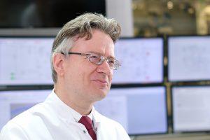 Einem Forscherteam unter Leitung von Professor Robert Franke (Bild) von der Evonik Performance Materials GmbH und Professor Matthias Beller, Direktor des Leibniz-Instituts für Katalyse (Likat) in Rostock, ist die direkte Carbonylierung von 1,3-Butadien gelungen. (Bildquelle: Evonik)