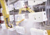 Pulverbeschichtung von Bauteilen. (Bildquelle: Gema)