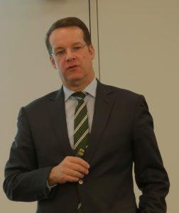 IKV-Leiter Prof. Dr. Christian Hopmann bei der Vorab-Präsentation einiger Kolloquium-Highlights.