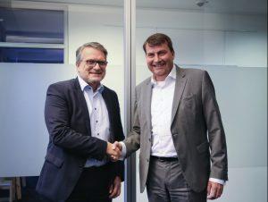Thomas Wildt, CEO der Hennecke Group (li) und Dr. Christof Bönsch, CEO der FRIMO Group (re.) Bildquelle: Frimo/Hennecke