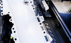 Mit den Ultraschall-Handschweißpistolen lassen sich schnell und ergonomisch Innenverkleidungen von Autotüren nieten. (Bildquelle: Rinco Ultrasonics)
