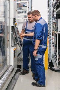 Ingo Schohaus (links) und Jannik Vrielink haben das Projekt von Anfang an intensiv betreut und mit-entwickelt. (Bildquelle: Engel)