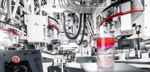 Schrumpffolien mit 30 % Post-Industrial-Recyclingmaterial wurden auf der Varex II hergestellt. Die Folien verfügen dabei über die gleichen Schrumpfeigenschaften und mechanischen Eigenschaften wie herkömmliche Folie, die auf Neuware basiert. (Bildquelle: Windmöller & Hölscher)