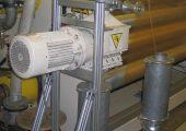 Die Folienschneider sind so konzipiert, dass sie sich spannungsfrei mit zwei Kompensatoren direkt in die Rohrleitung einer Absauganlage einbauen lassen. (Bildquelle: Getecha)