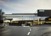 Das Arburg Schulungscenter in Loßburg zeichnet sich durch Ästhetik, Funktionalität und Ressourchenschonung aus. (Bildquelle: Arburg)