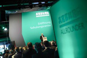Am Freitag, 6. März 2020 eröffnete Arburg mit 170 Gästen aus der Region feierlich sein Schulungscenter am Stammsitz in Loßburg.  (Bildquelle: Arburg)