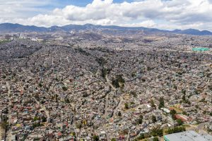 Mexiko-Stadt ist die weltweit drittgrößte Megacity und steht vor derHerausforderung ihre Bewohner mit Trinkwasser zu versorgen.  (Bildquelle: yes or no)