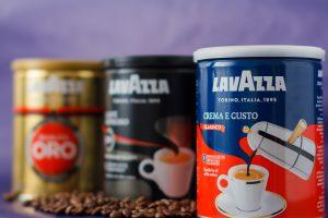 Lavazza setzt die neue Anlage zur Verpackung des Kaffes mit kaltgetreckter Folie ein. (Bildquelle: SEW)