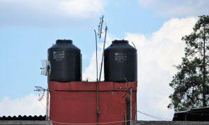 Tinacos sind Kanister auf Dächern, in denen die Menschen in Mexiko-Stadt  Wasser sammeln, falls die Wasserversorgung wieder ausfällt. (Bildquelle: yes or no)