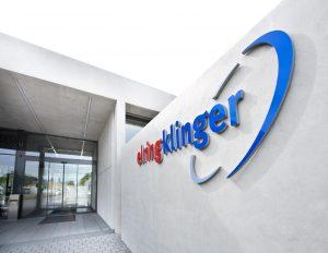 ElringKlinger ist ein weltweit tätiger Systempartner der Automobilindustrie für Leichtbaulösungen, Elektromobilität, Dichtungs- und Abschirmtechnik, Werkzeugtechnologie sowie Engineering-Dienstleistungen. (Bildquelle: ElringKlinger)