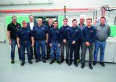 Das Technikumteam nach der Schulung an den neuen Spritzgießmaschinen von Arburg.  (Bildquelle: Günther)