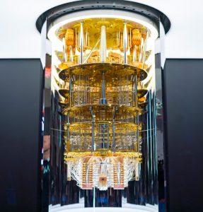 2021 wird ein solcher IBM Q System One Quantencomputer in einem Rechenzentrum von IBM Deutschland bei Stuttgart installiert. (Bildquelle IBM)