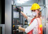 MES helfen, Arbeitsanweisungen umzusetzen. (Bildquelle: Shutterstock_1681354969_Stella_E.)