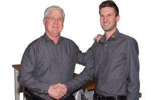 Karl Nachtrieb links) hat die Position des Technischen Leiters bei Nonnenmann an Danny Dispan übergeben. Bildquelle: Nonnenmann)