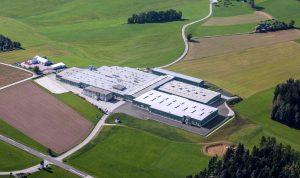 Der Kunststoffverarbeiter Röchling Leripa Papertech in Oepping, Österreich, firmiert jetzt unter dem Namen Röchling Industrial Oepping. M. (Bildquelle: Röchling)
