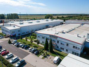 Ansicht des ungarischen Produktionswerks der Wittmann Gruppe in Mosonmagyaróvár. (Bildquelle: Wittmann)