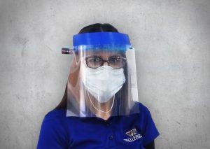 Entwickelt und produziert wurden verstellbare Kopfbänder für ein Gesichtsvisier, das medizinisches Personal bei seiner Arbeit schützt. (Bildquelle: Trelleborg Sealing Solutions)