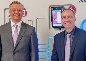 Guido Ahlfeld, der neue Vertriebsleiter Wittmann Battenfeld Deutschland in Nürnberg (links) mit Geschäftsführer Michael Tolz. (Bildquelle: Wittmann Battenfeld)