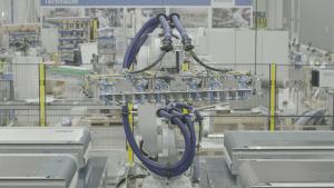 Automatisierte Cutting- und Stackinganlage mit mehreren Schneidtischen (Bildquelle: Schmidt & Heinzmann)