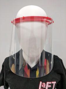 Das Gesichtsschild (Face Shield) wird als Spritzschutz über dem Mundschutz getragen und kann somit die Sicherheit des medizinischen Personals erhöhen. (Bildquelle:  Dr. Dietrich Müller GmbH)