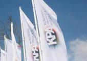 Die Fahnen der KPA-Messe werden erst im März 2021 wieder in Ulm wehen. (Bildquelle: Carl Hanser Verlag)