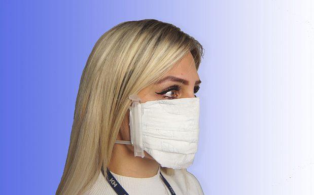 Für die KH-Speed-Mask von Kunststoff Helmbrechts eignen sich haushaltsübliche Materialien wie  Papier/Stoff. Diese sind an den Clips schnell austauschbar. Die Halter zeichnet eine hoher Tragekomfort aus, sie eignen sich als Ersatz für Ohrengummis bei FFP- oder KN95-Masken