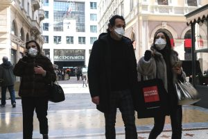 Ausnahmezustand Corona-Pandemie: Straßenszene in Mailand, Italien. | Foto: Shutterstock/Grabowski