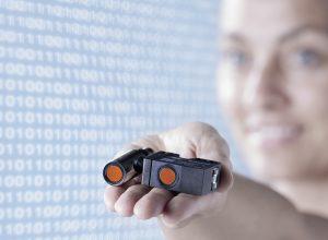 Volldigitale Ultraschallsensoren mit IO-Link sind wertvolle Informationslieferanten und zudem rückwärtskompatibel zur bekannten Steuerungswelt. (Bildquelle: Baumer)