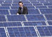 Eine Photovoltaikanlage produziert seit 12 Jahren Strom auf dem Dach der Fertigungshalle des Kunststoffverarbeiters. (Bildquelle: Kremer)