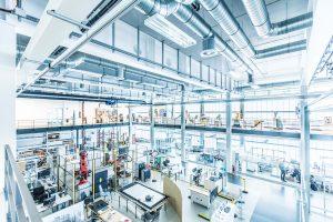 In den Versuchsfeldern des Fraunhofer IPA entstehen Innovationen für die Industrierobotik der Zukunft. (Bildquelle: Fraunhofer IPA/Rainer Bez)
