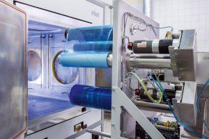 Rolle-zu-Rolle-Plasmabeschichtungsanlage. (Bildquelle: Fraunhofer IGB)