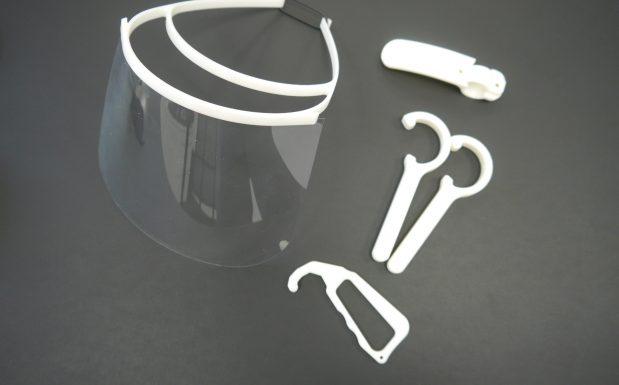 Götz Maschinenbau hat seinen Gesichtsschutz anfangs mit 3D-Druckern hergestellt. Aufgrund der hohen Nachfrage hat es nun ein Spritzgusswerkzeug angefertigt, mit dem sich die Masken in hohen Stückzahlen herstellen lassen. (Bildquelle: Götz)