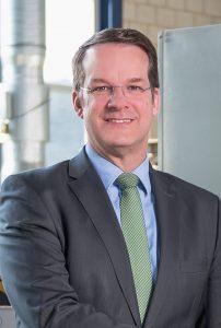 """Prof. Dr. Christian Hopmann, Leiter des Instituts für Kunststoffverarbeitung (IKV) an der RWTH Aachen: """"Der Weg zu Industrie 4.0 ist ein Marathon, auf dem wir die ersten Kilometer hinter uns, aber eben auch noch eine lange Wegstrecke vor uns haben."""" (Bildquelle: IKV)"""