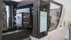 : Als erster Spritzgießmaschinen-Hersteller hat ENGEL das Z-System in einer seiner 80-Tonnen-SGM steuerungstechnisch integriert. Eine solche Maschine bildet das technologische Herzstück des neuen SIT von Hotset.