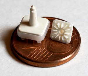 Keramik Mikrostruktur, hergestellt im 2K-Mikrospritzguss mit verlorenem Kern. (Bildquelle: KUZ)