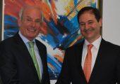 Dr. Michael Lovrek links) verabschiedet sich in den Ruhestand und übergibt die Geschäftsführung an Günter Handler. Bildquelle: Nordmann)