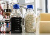 Im Recyclingverfahren von BASF für gebrauchte Matratzen wird flexibles Polyurethan aufgespalten und liefert das ursprünglich verwendete Polyol. (Bildquelle: BASF)