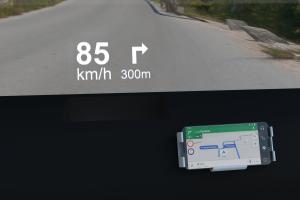 Als Infotainmentsystem haben die Entwickler keine großen Touchscreens, sondern das Smart-Phone des Fahres eingeplant.