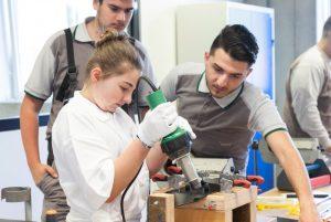 Trotz Corona-Krise dürfen die Unternehmen die Ausbildung junger Menschen nicht aus dem Auge verlieren. (Bildquelle: Pro-K)