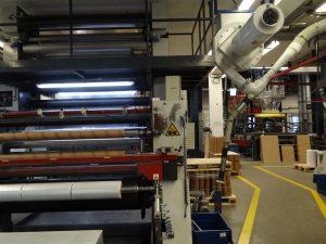 Auf drei Extruderlinien werden am Produktionsstandort Lauterbach Stretchfolien hergestellt. (Bildquelle: Simone Fischer/Redaktion Plastverarbeiter)