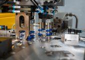 Mit den Automatisierungsanlagen können täglich 600.000 Coronavirus-Vials verarbeitet werden. (Bildquelle: Zahoransky)