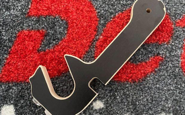 """Der Wohnwagen-Hersteller Dethleffs hat seine Produktion nach einer ersten Corona-bedingten Unterbrechung wieder aufgenommen. Das Unternehmen hat mit dem """"Coroni"""" einen Hygieneschlüssel entwickelt, der als Multifunktions-Handgerät dazu dient, technische Geräte und Schalter ohne Kontakt zu benutzen. (Bildquelle: Dethleffs)"""