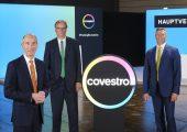 Dr. Thomas Toepfer, Finanzvorstand und Arbeitsdirektor, Dr. Richard Pott, Aufsichtsratsvorsitzender sowie Dr. Markus Steilemann, Vorstandsvorsitzender (v.l.n.r) bei der virtuellen Hauptversammlung. (Bildquelle: Covestro)